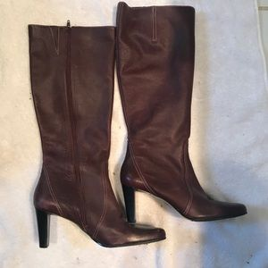 Women's wine colored Etienne Aigner leather boots